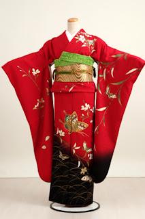 Furisode (振 袖) is a kimono