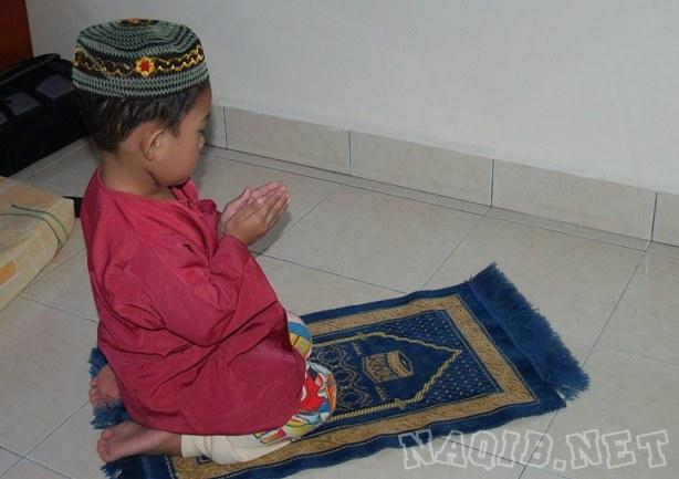 Mendidik Anak menjadi Soleh dan Solehah