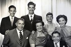 Com o marido Antonio e os cinco filhos.