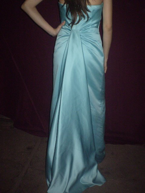 VESTIDO RASSO COLOR  CALIPSO  CON CORTE COLA  TALLA 40