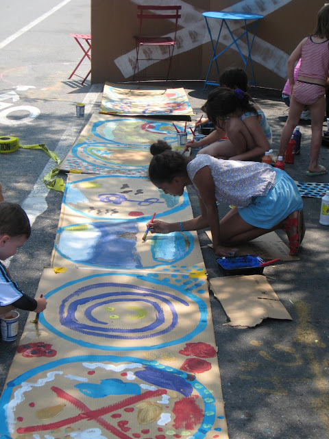 Kids painting on Brooklyn street