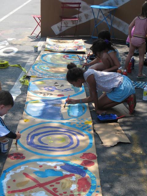 Kids painting on Brooklyn street