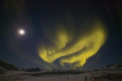 http://4.bp.blogspot.com/_RSIsmQVOF0w/S7yDungv8sI/AAAAAAAAACI/jdvS_bDC79I/s1600/dempster_aurora_T1529.jpg