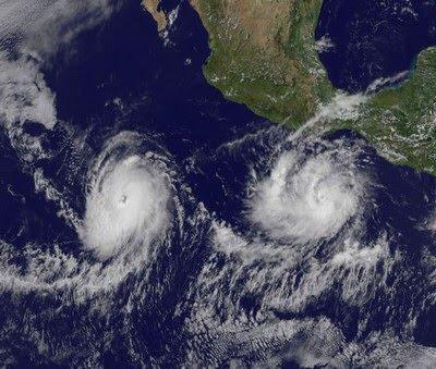 Pazifik aktuell: NASA-UHQ-Satellitenfoto Hurrikan DARBY und HQ-Satellitenfoto DARBY + CELIA, 2010, aktuell, Celia, Darby, Hurrikan Satellitenbilder, Hurrikanfotos, Hurrikansaison 2010, NASA, Pazifik,