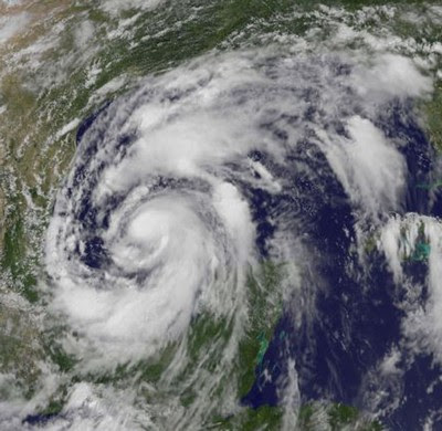 Atlantik aktuell: ALEX jetzt Hurrikan (mit NASA Satellitenfoto) - Landgang morgen Abend - Mexiko dehnt Sturmwarnzone aus, 2010, aktuell, Alex, Atlantik, NASA, Mexiko, Hurrikansaison 2010, Texas, USA, Hurrikanfotos, Hurrikan Satellitenbilder,