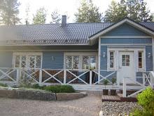 Sininen talo keväällä