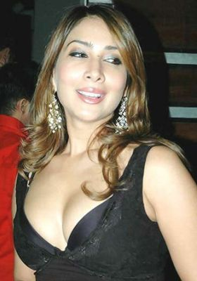 kim sharma date of birth