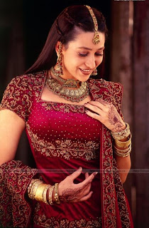 actress karishma kapoor wallpaper