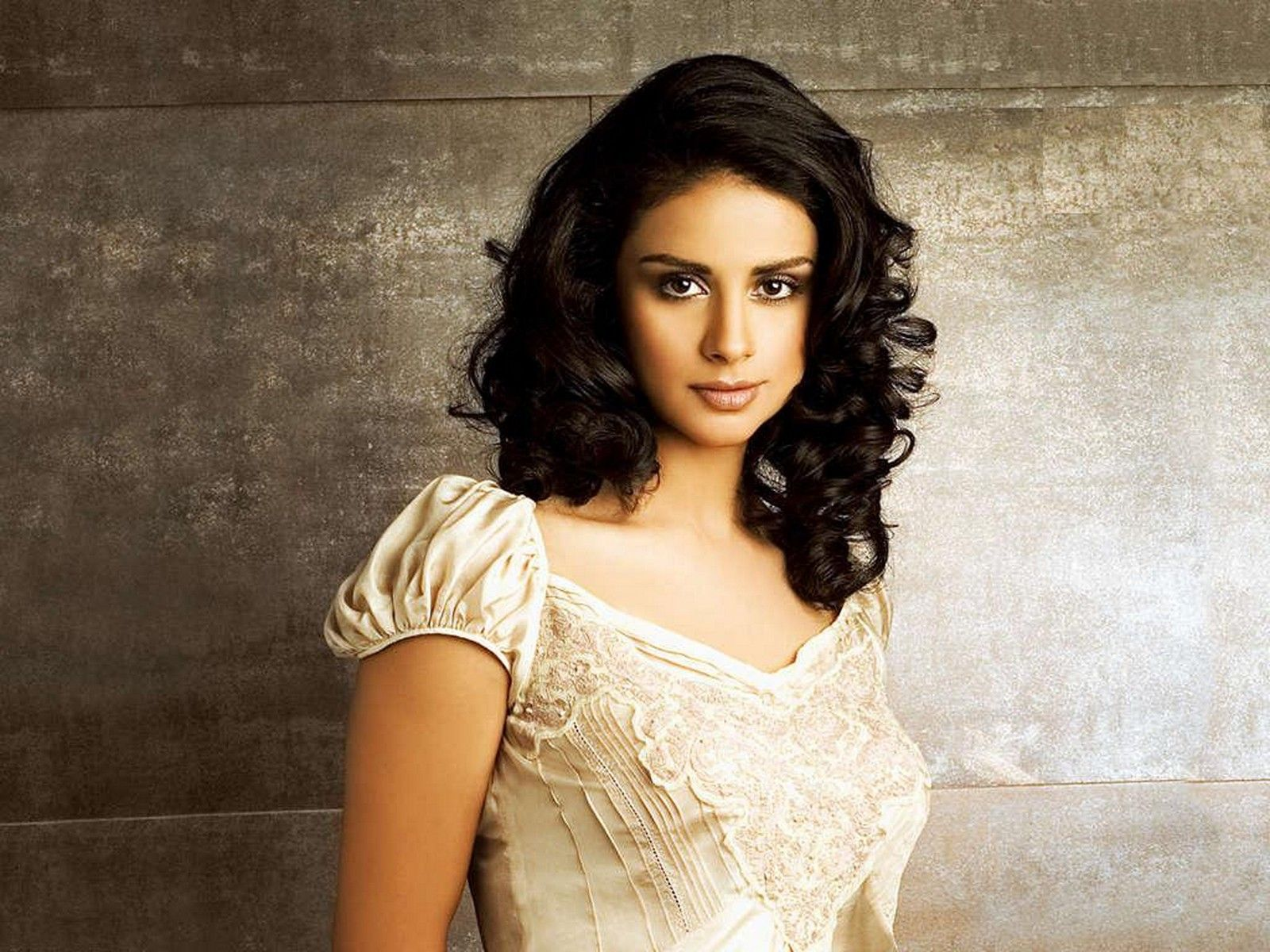 Actress Gul Panag Hot Wallpapers, Pictures, Gul Panag Images, Gul ...