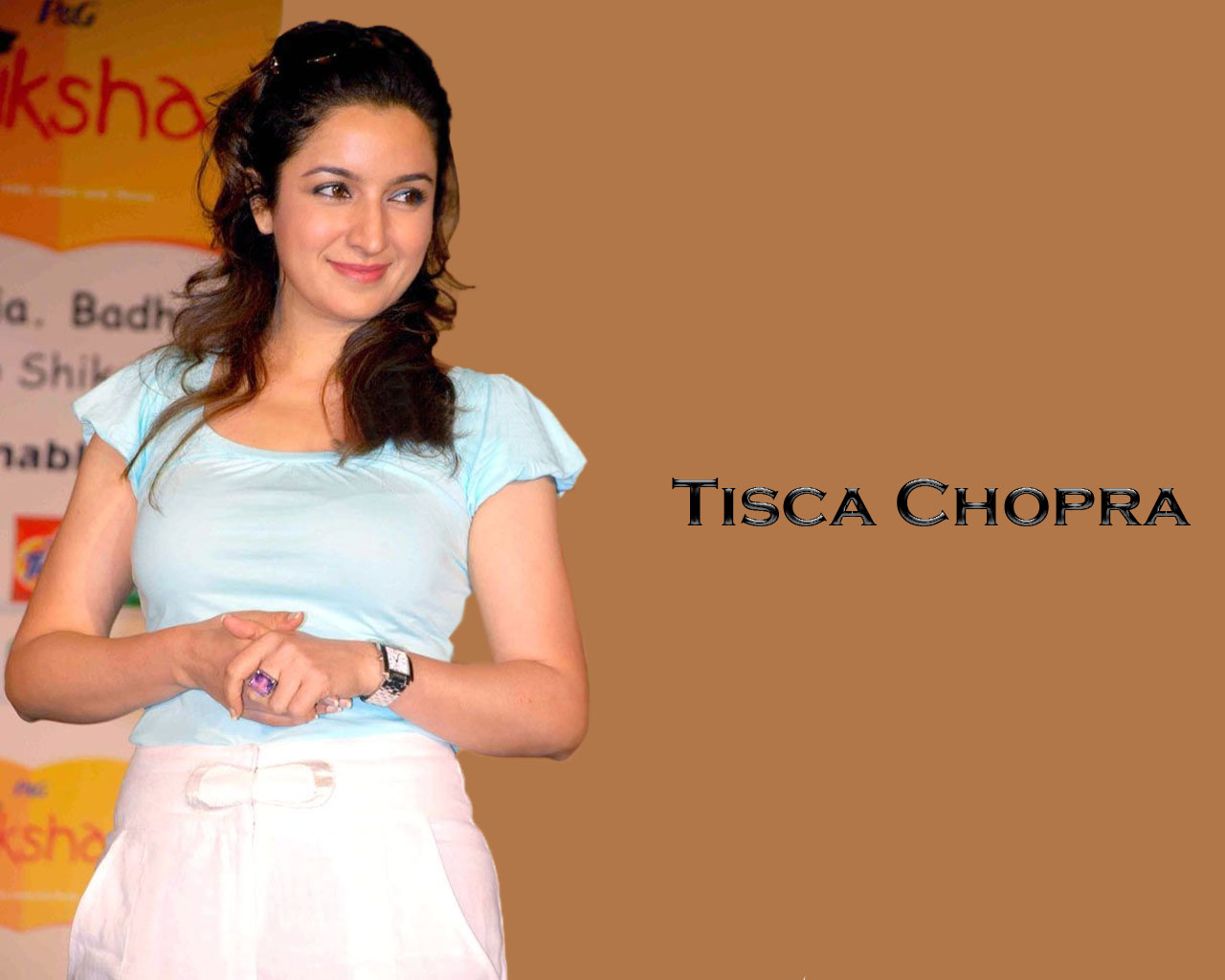 http://4.bp.blogspot.com/_RVTXL4Tq5jk/TVJzlfqehvI/AAAAAAAAHs8/aOVMy_oLxS4/s1600/tisca-chopra-hot.jpg