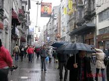 Istiklal sous la pluie et parapluies..
