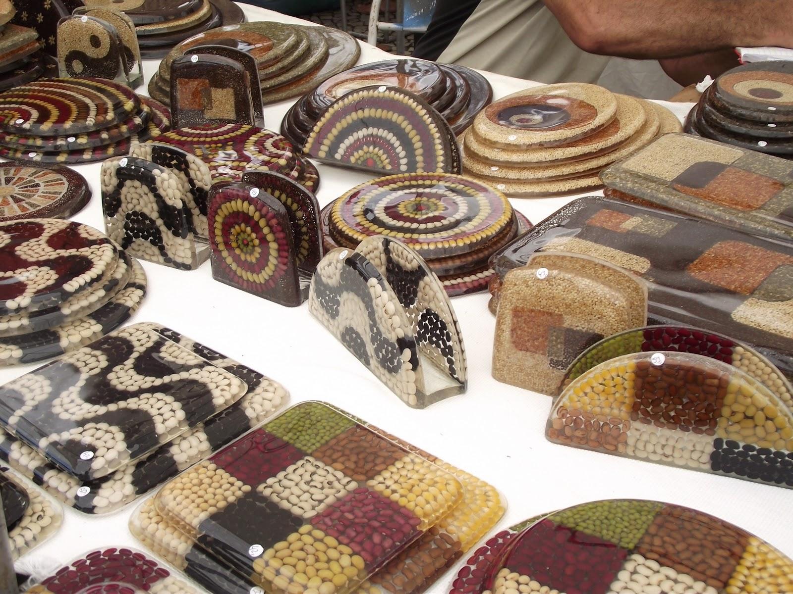 Artes da Feira Hippie de Ipanema: Artesanato com resina poliester #AA8221 1600x1200 Acessórios Banheiro Resina Poliester