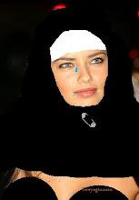 Adriana Lima Mekke'de