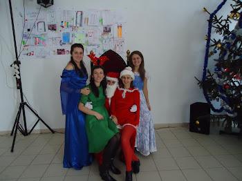 În luna cadourilor  Moş Crăciun şi ajutoarele vin la grădi, la birou, la petreceri şi acasă