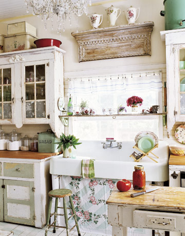 Kitchen hutches are the new black.... - Jennifer Rizzo