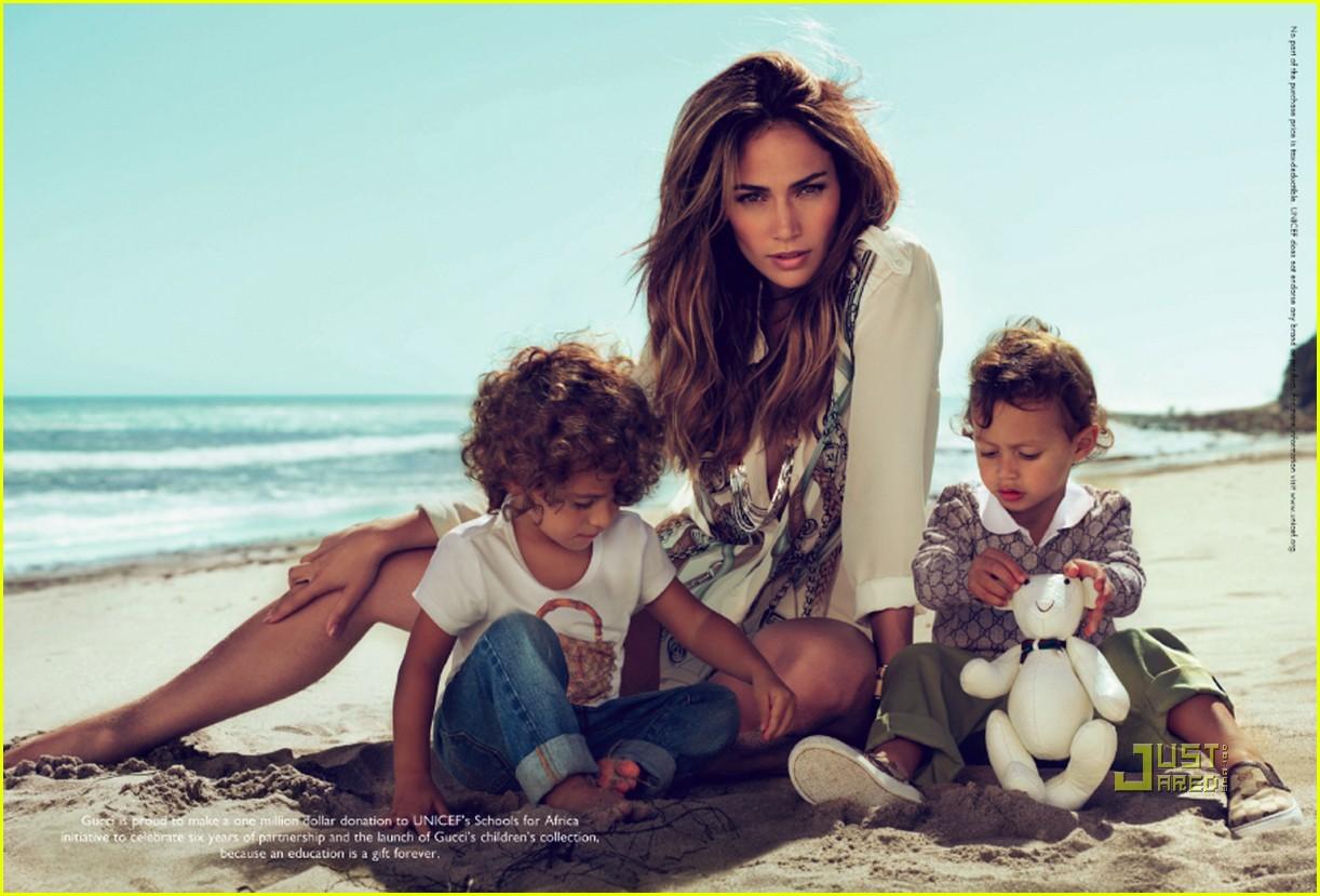 http://4.bp.blogspot.com/_RZJ2A8ITn_c/TMsYpaqiBnI/AAAAAAAAACc/LMXLH08vNuw/s1600/jennifer-lopez-twins-gucci-ads-02.jpg