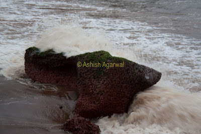 Photo of The water hitting the rocks at the shore pretty hard at Anjuna Beach in Goa, India