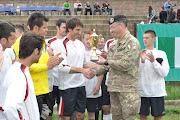 La premiazione degli atleti da parte del Contingente 9^ Fant. Italiano,  in Kosovo