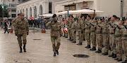 """Il rimpatrio a Bari dal Kosovo, della Corazz. """"Pinerolo"""", la cerimonia il Gen C.A."""