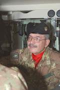 Il Gen. Castagnetti, durante le manovre all'interno di una unità corazzata