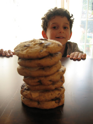 Cookies for the weekend: White and dark chocolate chunk cookies - fun to do with kids