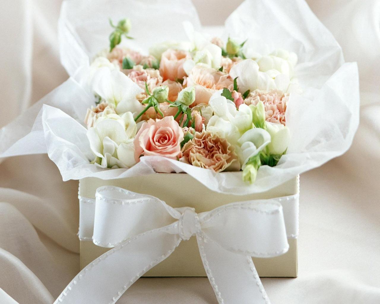 http://4.bp.blogspot.com/_RcETiEfxCIQ/TKSDdxsJCaI/AAAAAAAAAGw/gXTi53xaBXY/s1600/white_rose_flowers-normal5.4.jpg