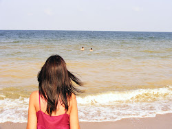 Şi iar e vânt afară şi marea-o să mă doară...