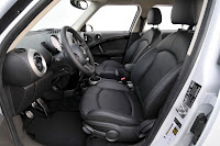 MINI Cooper Countryman front interior