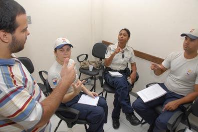 Policiais da Guarda Civil de Vitória aprendem libras
