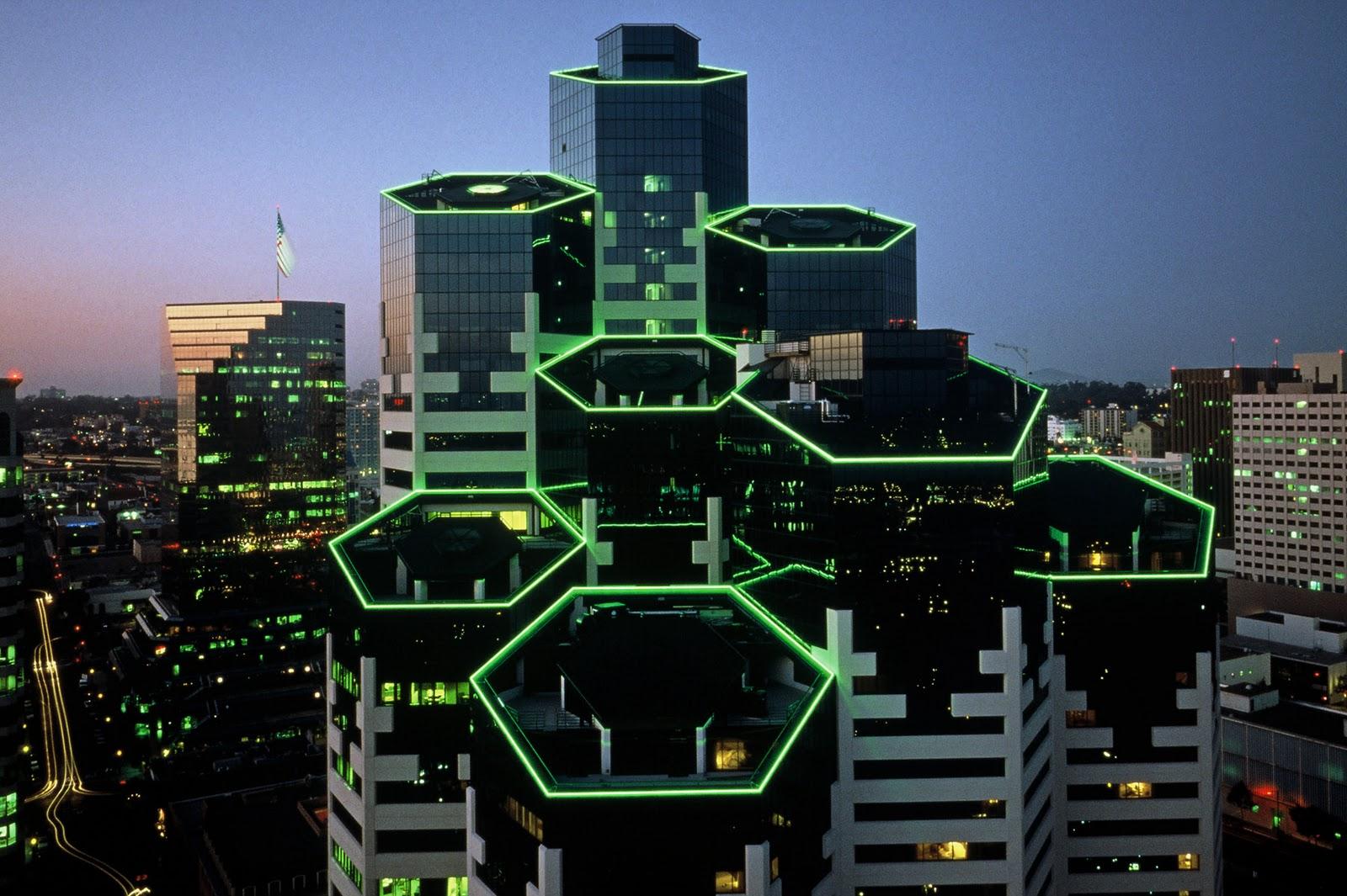 http://4.bp.blogspot.com/_RjhEkh5N9F4/TLSq-blCwOI/AAAAAAAAAA8/giLI0emsg6k/s1600/Emerald+Plaza.jpg