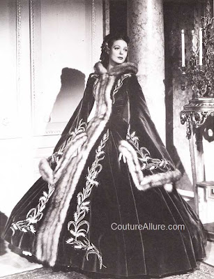 loretta young, suez, costume