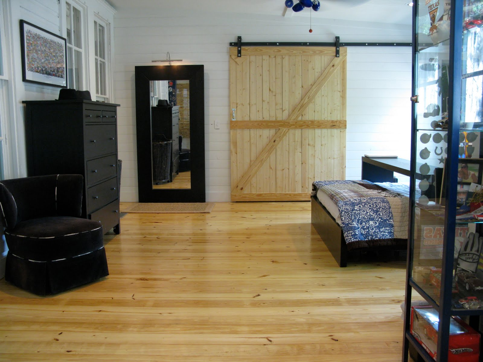 Jvw home barn door bedroom for Bedroom barn door hardware