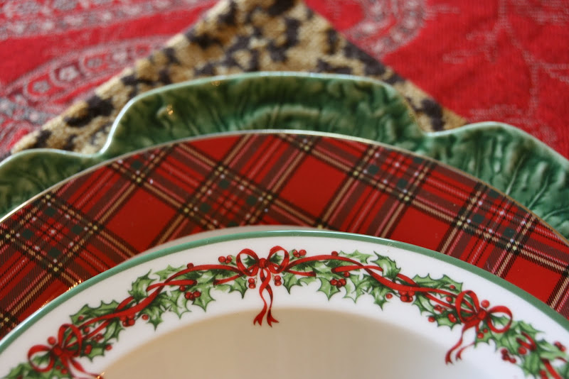 For a whole year Iu0027ve hunted for tartan dinner plates. Iu0027ve managed to find 12. Not sure yet what to combine them with but here are a few ideas Iu0027m ... & vignette design: Christmas Tablescapes From The Past