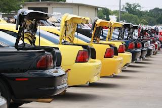 Mustang-Alley: Trunk Lids Open