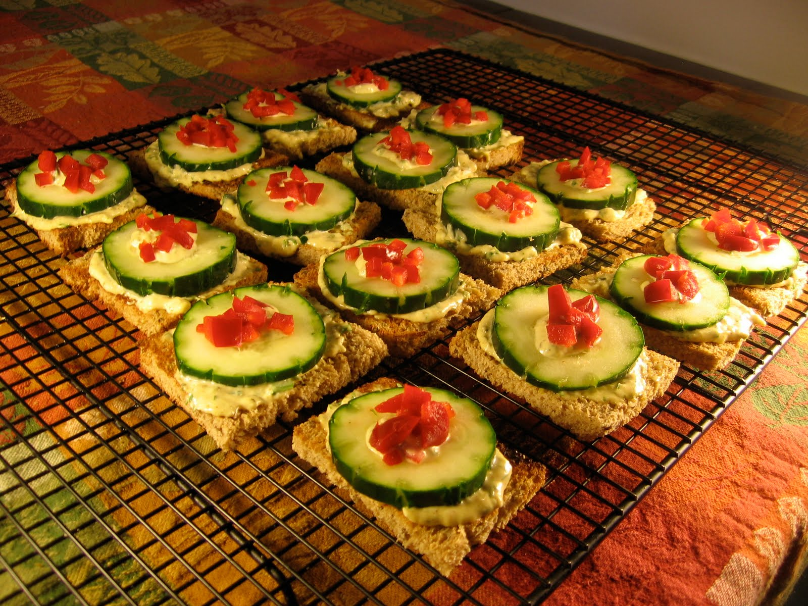 Cucumber canap s vegetarian underground for Vegetarian canape