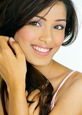 Freida Pinto sexy