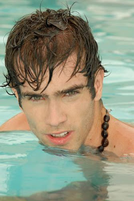 Leandro Vilela dentro de la piscina