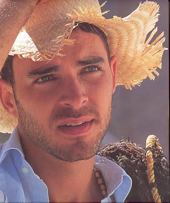 Manolo Cardona colombiano