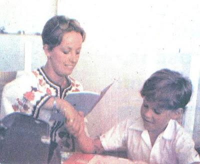 Regina Alcóver con su hijo Gian Marco de niño