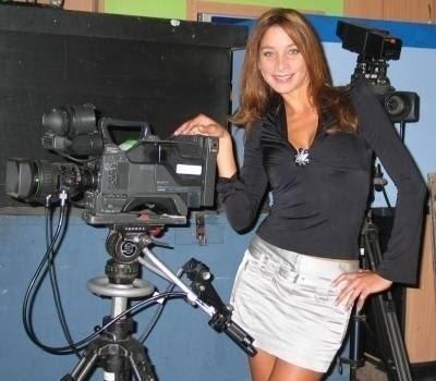 Sofía Franco posando con las cámaras de televisión