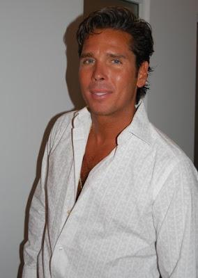 Roberto Palazuelos mexicano