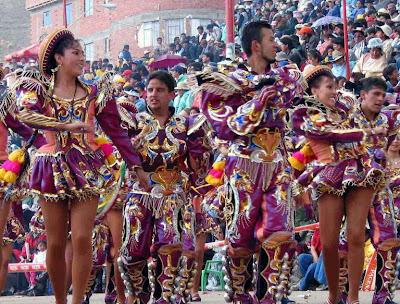 Danza Caporales en pleno pasacalle