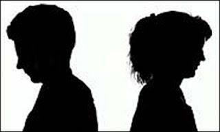 Silueta de una pareja dándose la espalda