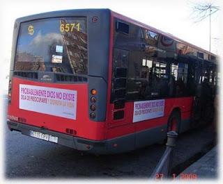 Fotografía de un bus-ateo