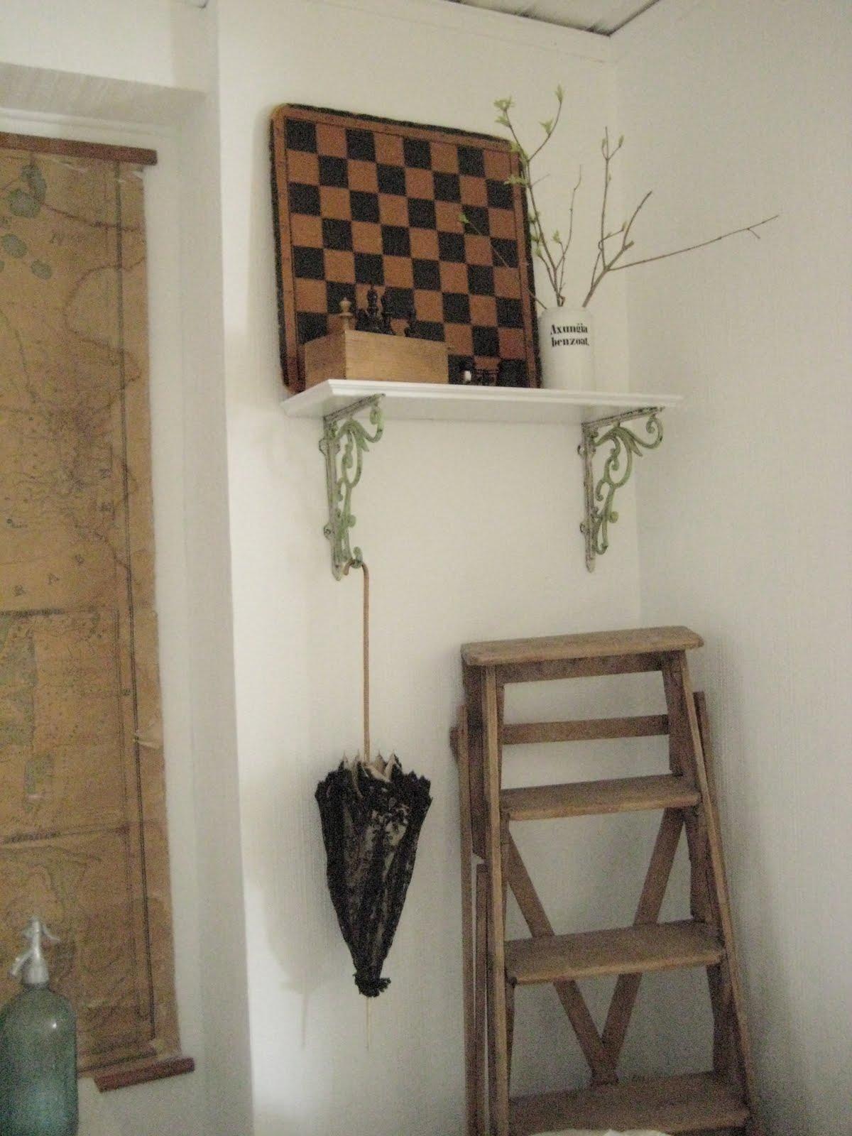 Vintage house: ett hörn i vardagsrummet/ a corner in the livingroom
