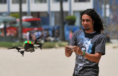 aparato volador cuadricóptero Parrot AR.Drone