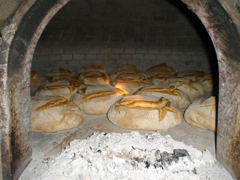 Credenza Per Pane : La campagna appena ieri: il pane cotto nel forno a legna.
