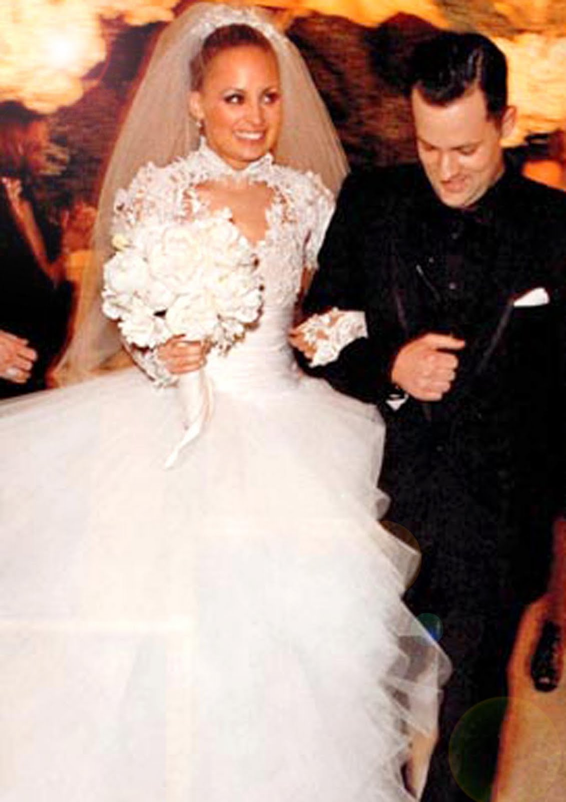 http://4.bp.blogspot.com/_Rzu6SjTr7wY/TSDx4RewnxI/AAAAAAAABpk/6b5Kr0HNjno/s1600/Nicole_Richie_wedding_Dress.jpg