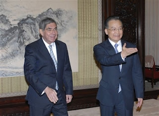 Costa Rica's president Oscar Arias, left, meets with Chinese Premier Wen Jiabao, at the Zhongnanhai in Beijing, on Thursday, Oct. 25, 2007. (AP Photo/Takanori Sekine, Pool)