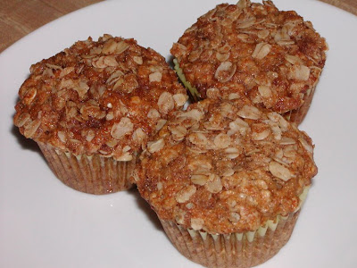 The Cookbook Junkie: Best muffin topping--Applesauce Oatmeal Muffins